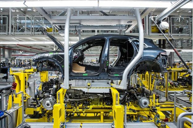 Заводът на Volkswagen в Словакия спира работа