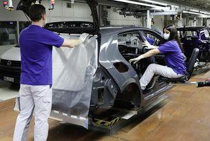 Автомобилното производство бавно набира обороти