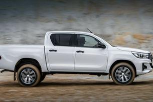 Пикапът Toyota Hilux променя отново физиономията си