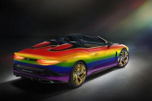 Bentley украси Mulliner Bacalar с цветовете на дъгата