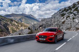 Jaguar XE ще зарадва един късметлия този уикенд