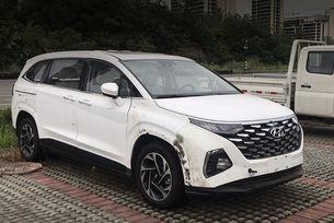 Издебнаха минивана Hyundai Custo без камуфлаж