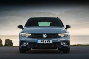 Volkswagen Passat става електромобил с пет врати
