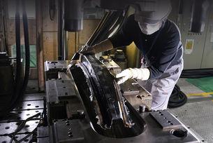 Nissan изобрети опростена технология за карбон