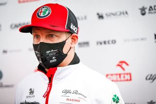 Райконен ще остане в Alfa Romeo и догодина