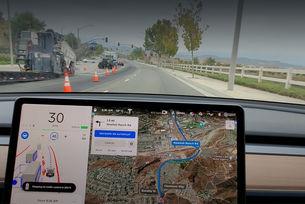 Доработват автопилота Tesla FSD