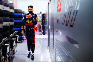 Red Bull дава срок на Албон до Абу Даби