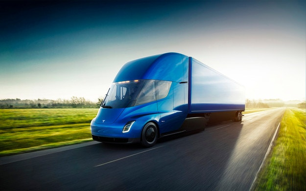 Илън Мъск обяви пробега на камиона Tesla