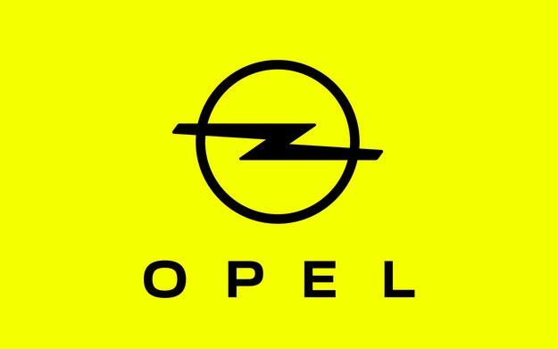 Opel представя актуализирано лого