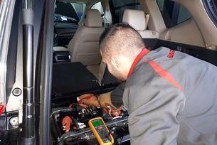 Механиците на Honda обслужват хибридната гама