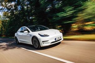 Tesla Model 3 най-търсен нов автомобил в Англия