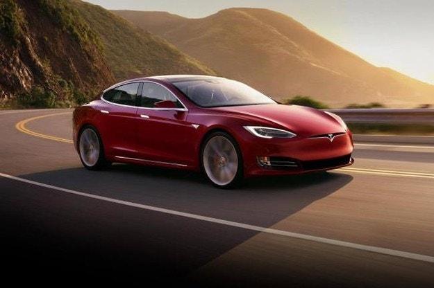 В САЩ отзовават 158 хил. електромобила Tesla
