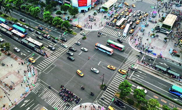 Карлос Таварес гледа към Китай