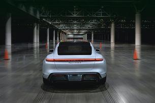 Porsche Taycan поставя световен рекорд за скорост