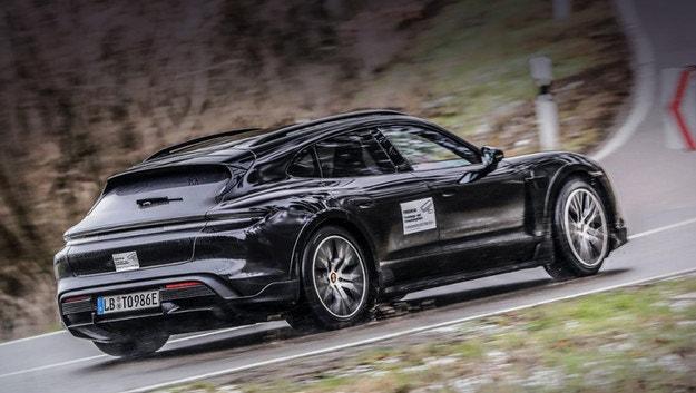 Представят Porsche Taycan Cross Turismo през март