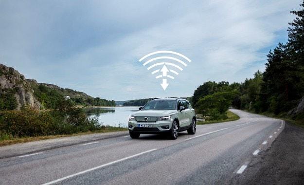 Volvo Cars актуализира софтуера на XC40 Recharge