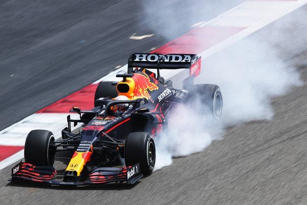 Тестовете започнаха с проблеми за Mercedes
