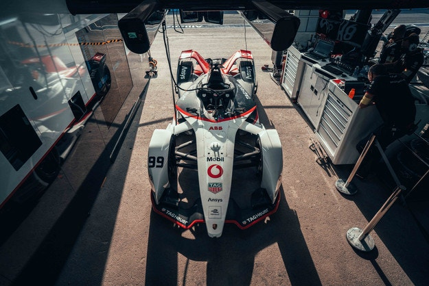 Porsche остава във Формула Е