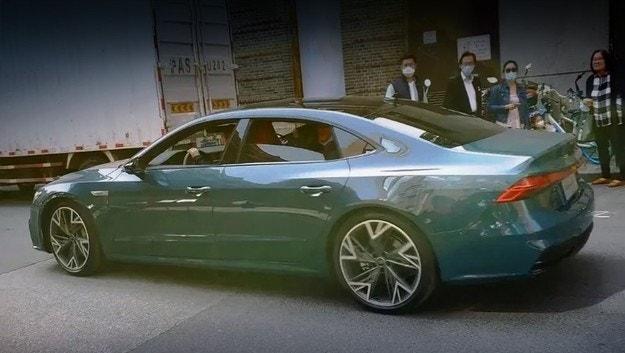 Заснеха уникален седан Audi A7 L в Китай