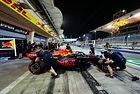 Верстапен е губел по три десети на обиколка в Бахрейн
