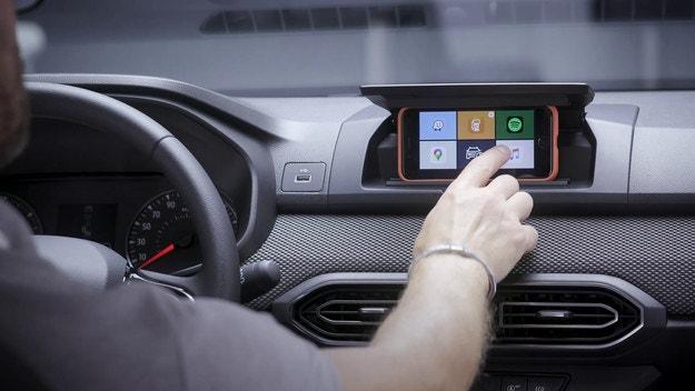 Dacia Sandero: Екранът излиза от джоба ти