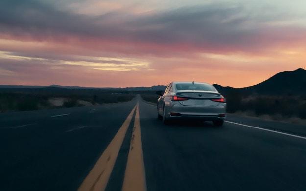 Lexus обяви премиерата на обновения ES седан