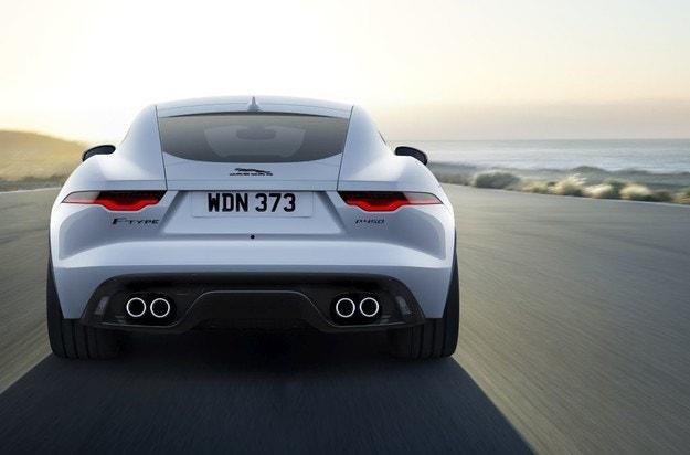 Jaguar представя новия F-TYPE R-Dynamic Black