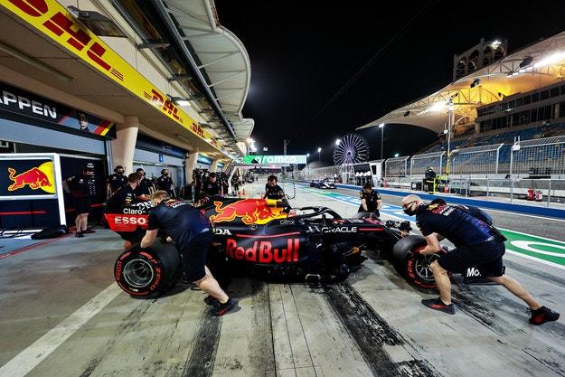 Red Bull взе петима инженери от Mercedes