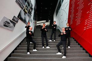 Петерхансел, Сайнц и Екстрьом ще карат за Audi