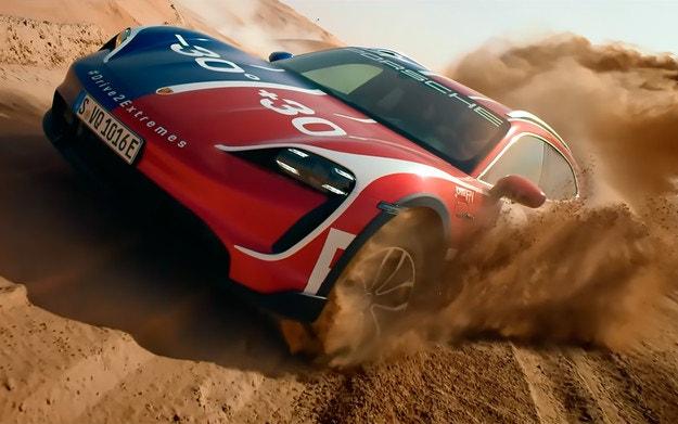 Porsche показа офроуд възможностите на крос комбито