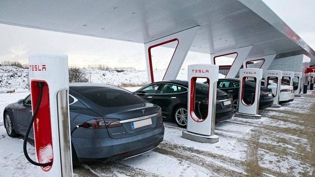 Tesla инсталира зарядни станции в Китай