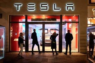 Tesla отзовава 285 хил. автомобила в Китай