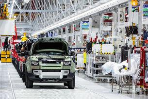 Land Rover Defender спира работа в Нитра
