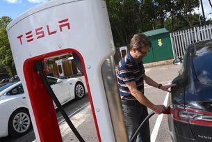 Мрежата Tesla Supercharger скоро достъпна за всички