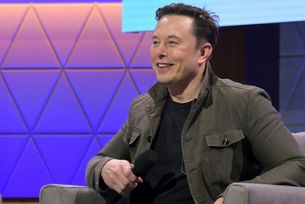 Шефът на Tesla искал да оглави Apple
