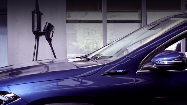 Mercedes-Benz представи универсално зарядно