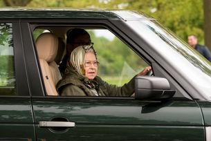 Кралица Елизбет Втора няма шофьорска книжка
