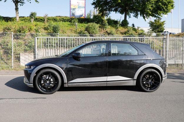"""Тестват """"горещия"""" SUV Hyundai Ioniq 5 N"""