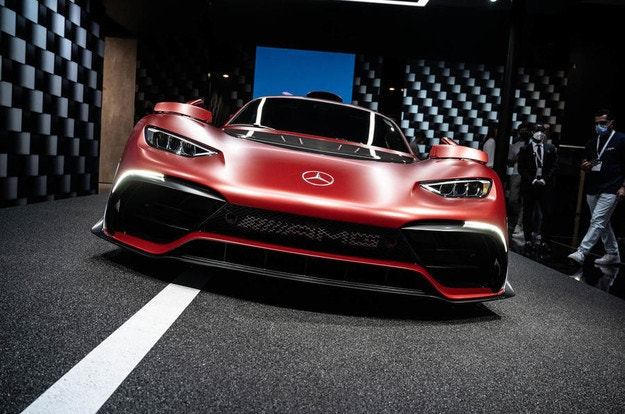 Mercedes-AMG One тръгва през 2022 г.