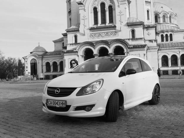 Opel Corsa Black&White и радио N-JOY: Виж света в черно и бяло!