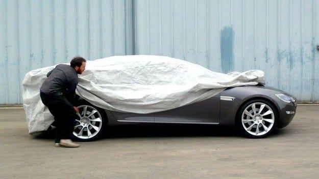 Tesla Model S: Игра на криеница