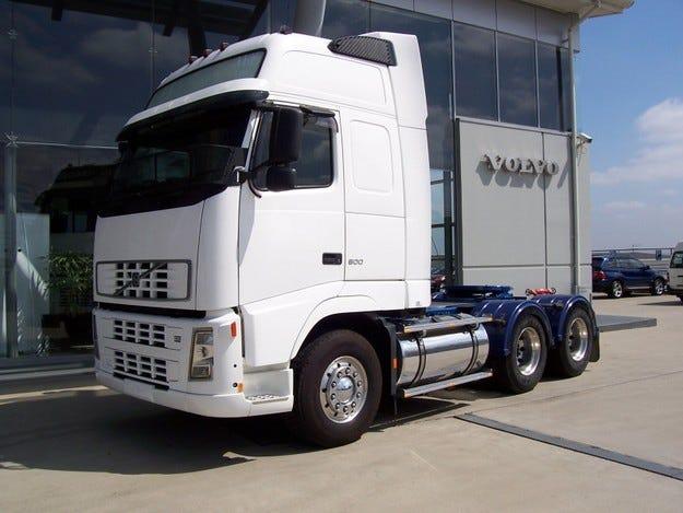 Volvo Trucks със значителен спад през април