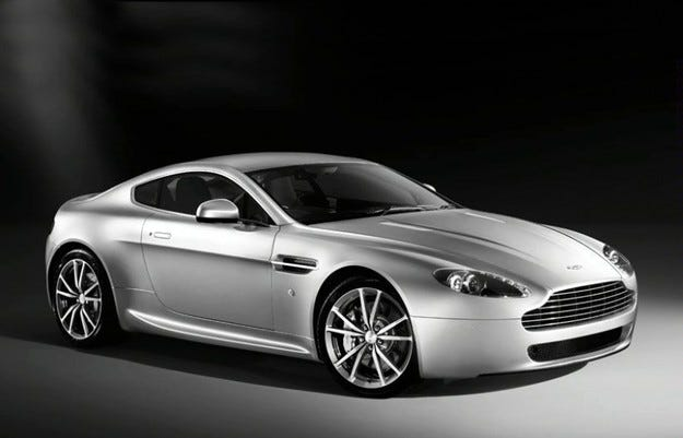 Aston Martin V8 Vantage: Новогодишен подарък