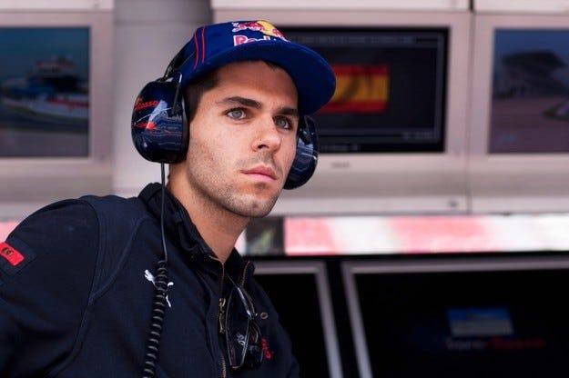Официално: Алгерсуари в Toro Rosso и през новия сезон