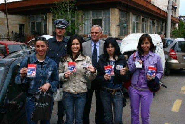Младите шофьори ще получават книжките си в КАТ заедно с Пътеводител на разумния шофьор