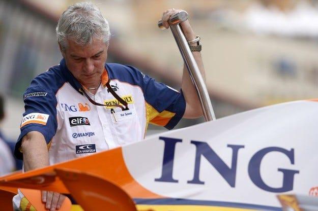 Пат Саймъндс смята веднага да се завърне във Формула 1