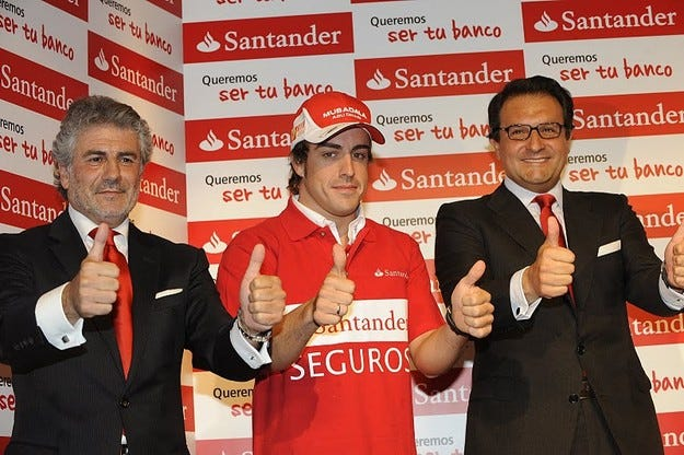 Santander застрахова палците на Алонсо за 10 милиона