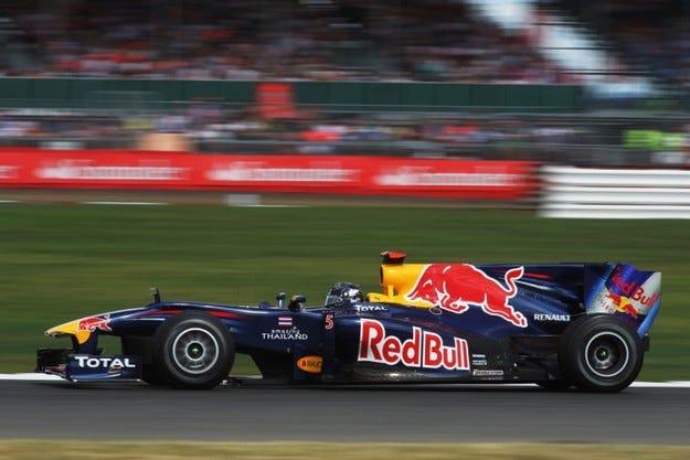 Гран при на Великобритания: Фетел ще стартира от полпозишън
