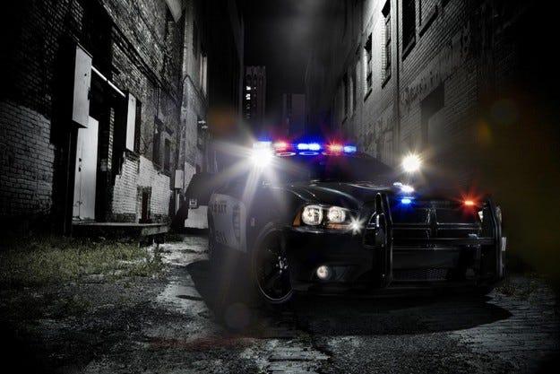 Dodge Charger Pursuit: Куките ме дебнат