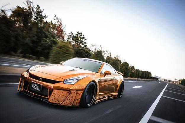 Златен Nissan GT-R на Kuhl Racing с триизмерни гравюри